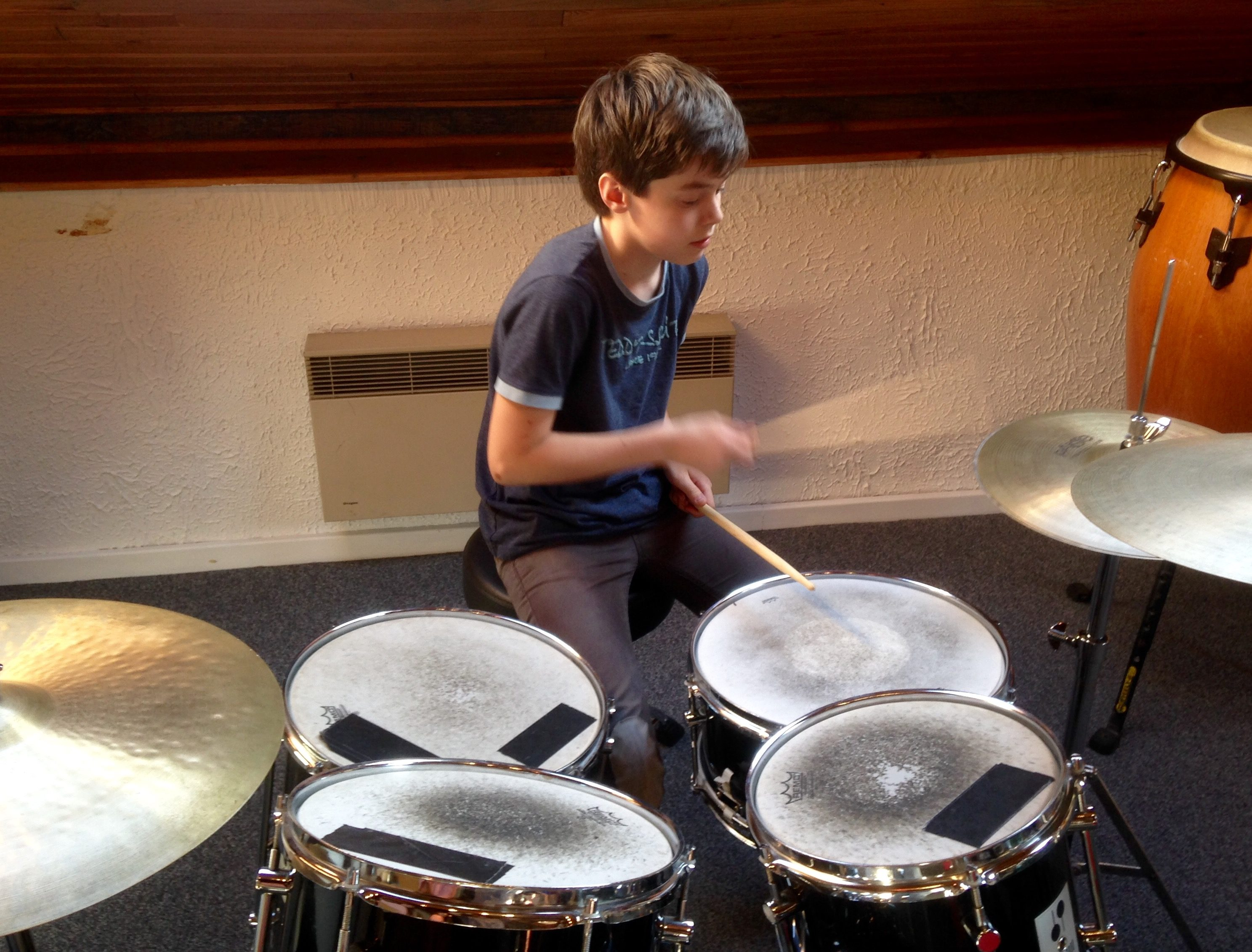 Timéo Picard classe de 5ème5 joue de la batterie tous les mercredis à l'EMIJ