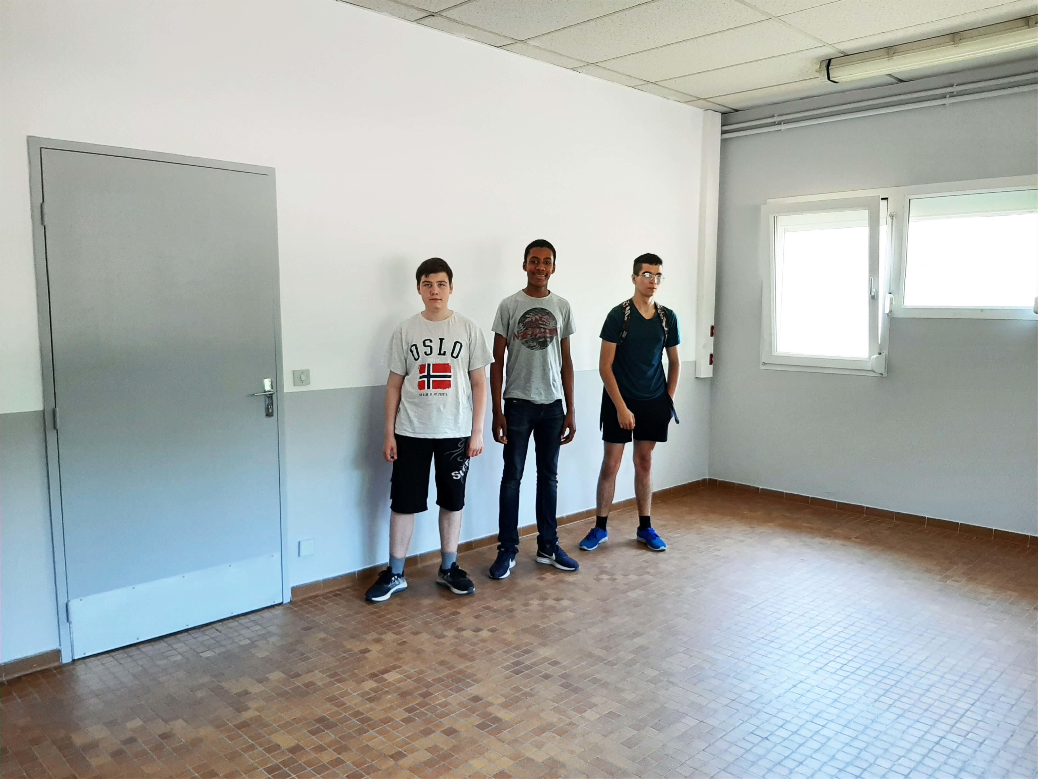 Élèves du groupe HABITAT, dans l'ordre Mathéo, Benjamin, Rafaël.